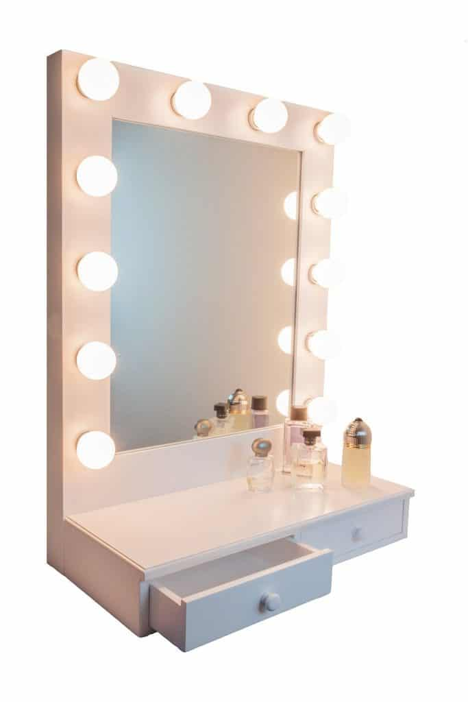 Ideas for making your own vanity mirror with lights diy for Vanity table with drawers no mirror