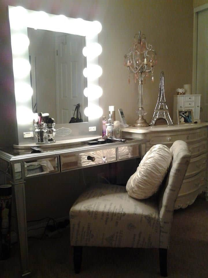 ideas for making your own vanity mirror with lights diy or buy. Black Bedroom Furniture Sets. Home Design Ideas