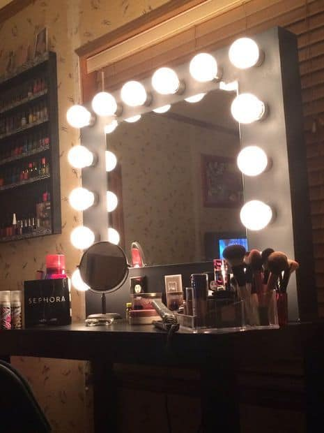 Ideas for making your own vanity mirror with lights diy for How to light up a room