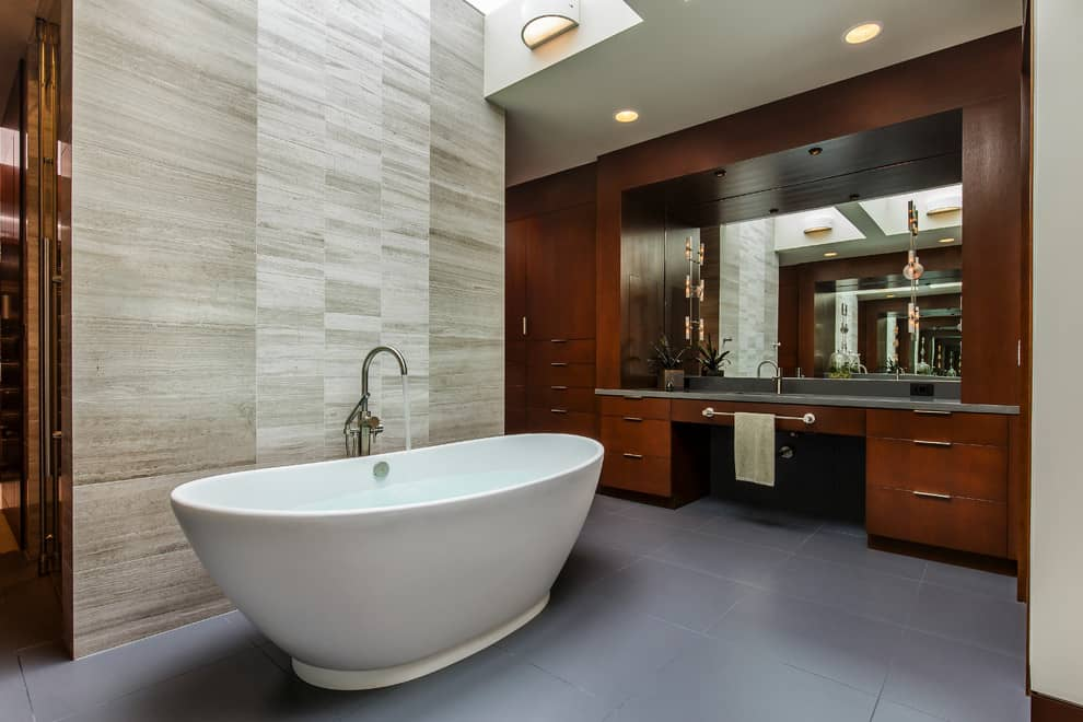 7 steps for a successful bathroom renovation decor snob for Bathtub pictures designs