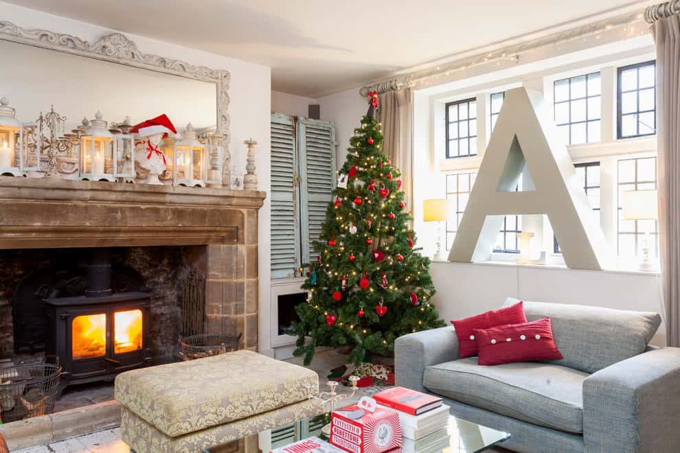 Mantel Decorating Idea - Christmas