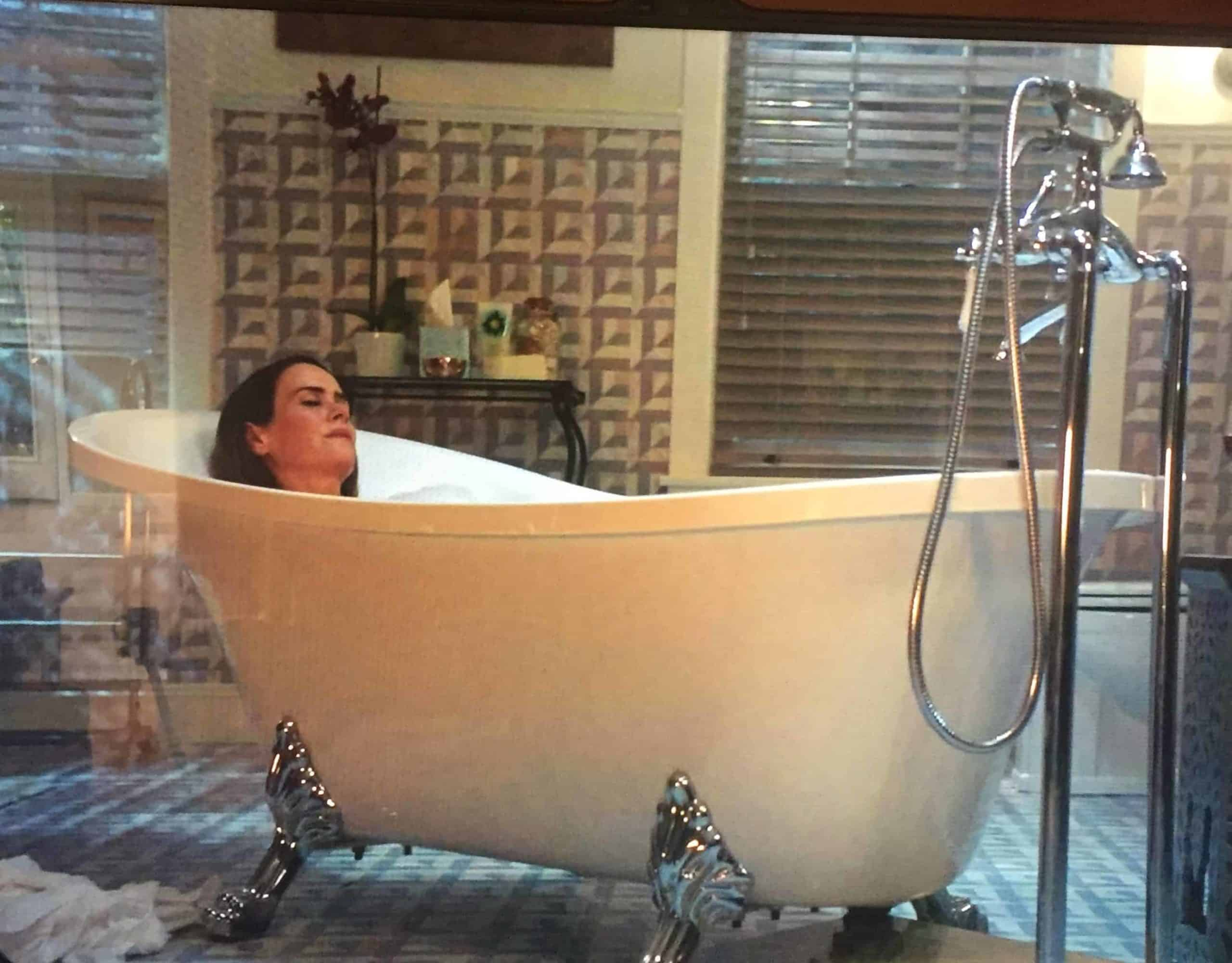 Clawfoot tub in American Horror Story: Cult