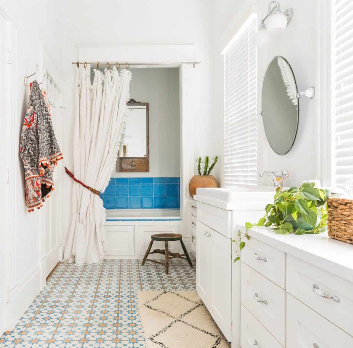 Can You Paint Vinyl Flooring in A Bathroom? | Decor Snob