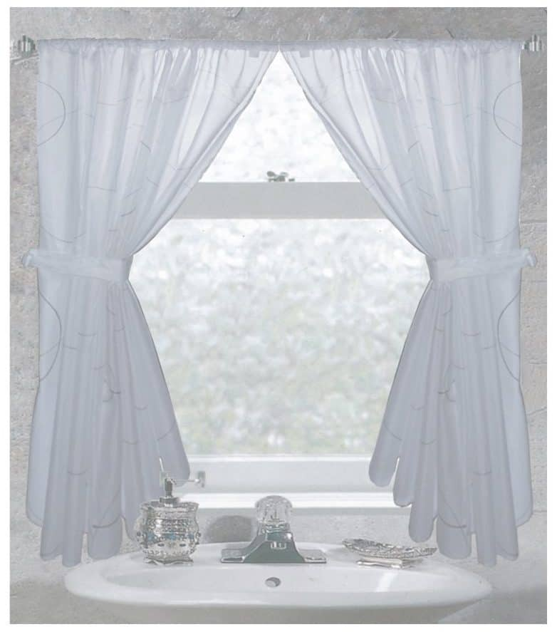 tips ideas for choosing bathroom window curtains with photos. Black Bedroom Furniture Sets. Home Design Ideas