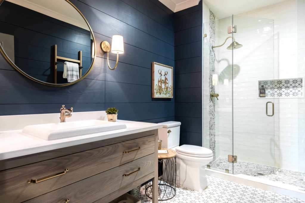 Small blue and wooden alcove bathroom, white and grey pattern floor