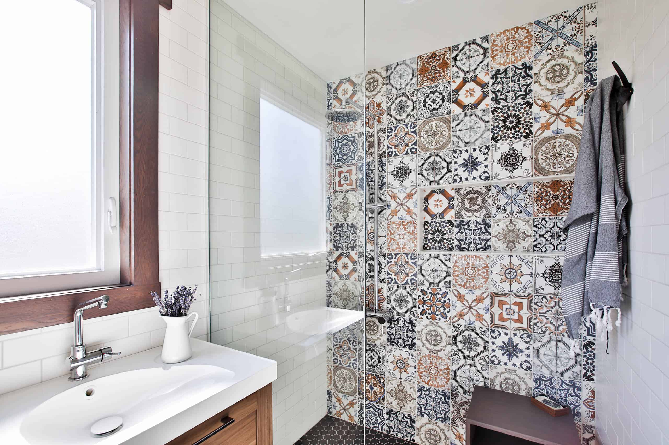 28 Small Bathroom Ideas With A Shower [PHOTOS]