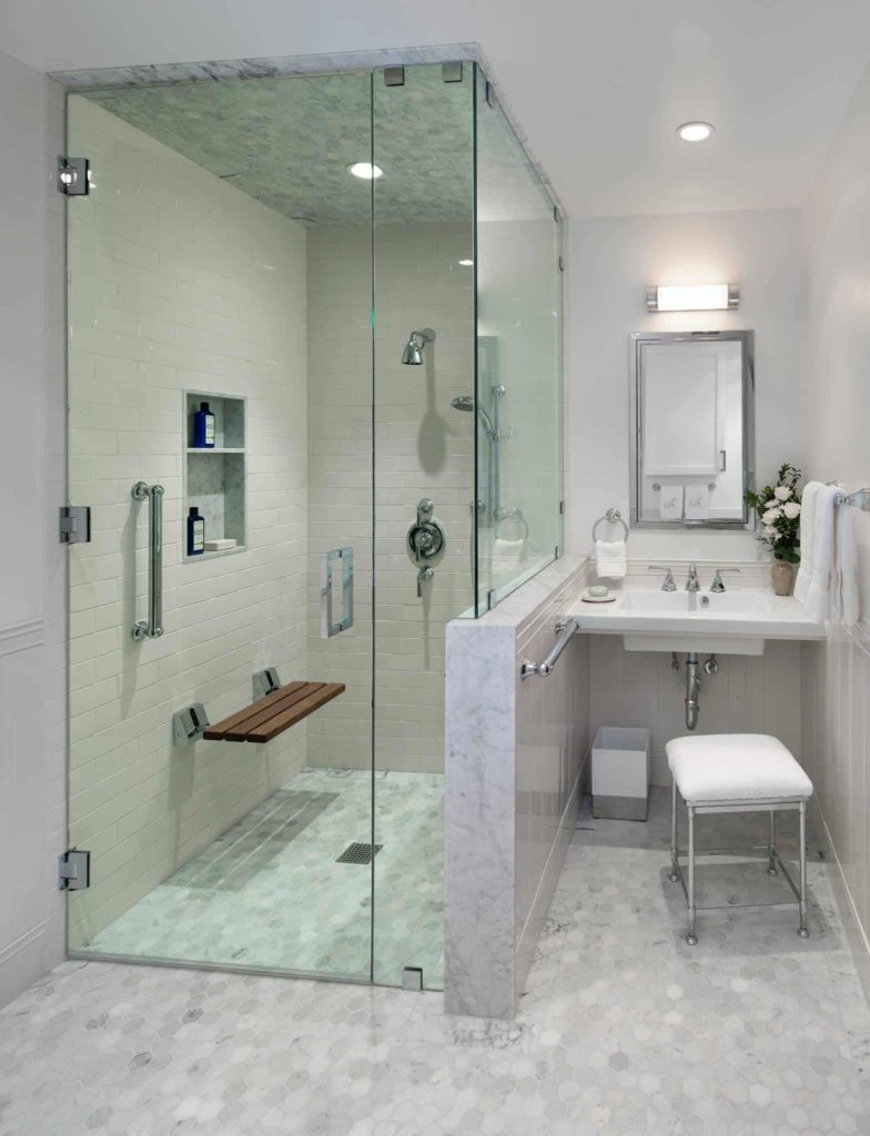 Small transitional white and grey marble bathroom