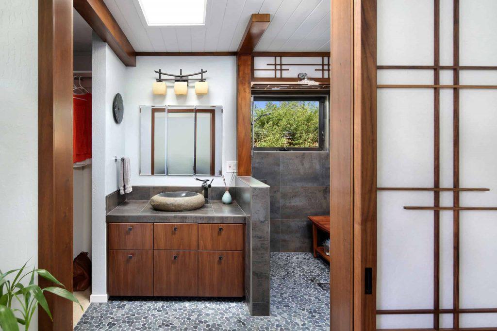 porcelain tile and gray floor bathroom idea in Los Angeles