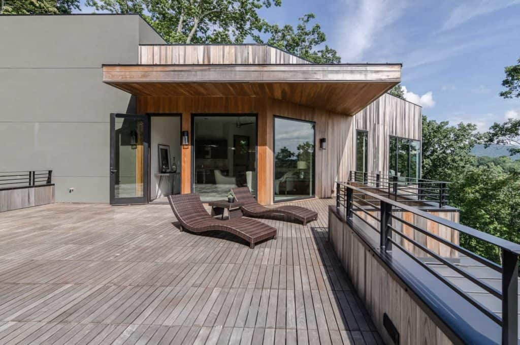 Broad Modern Deck Railing Idea