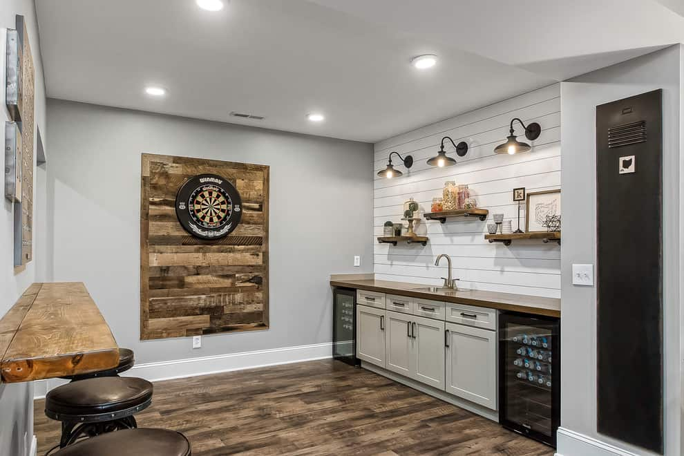 Cottage Basement Single-Wall Basement Wet Bar