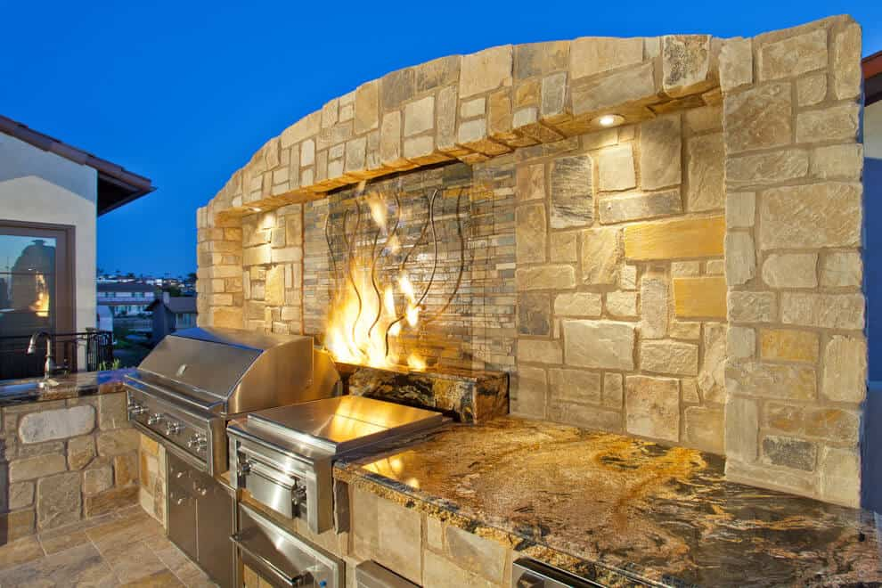 Outdoor Kitchen Ideas with a Flare For The Dramatic