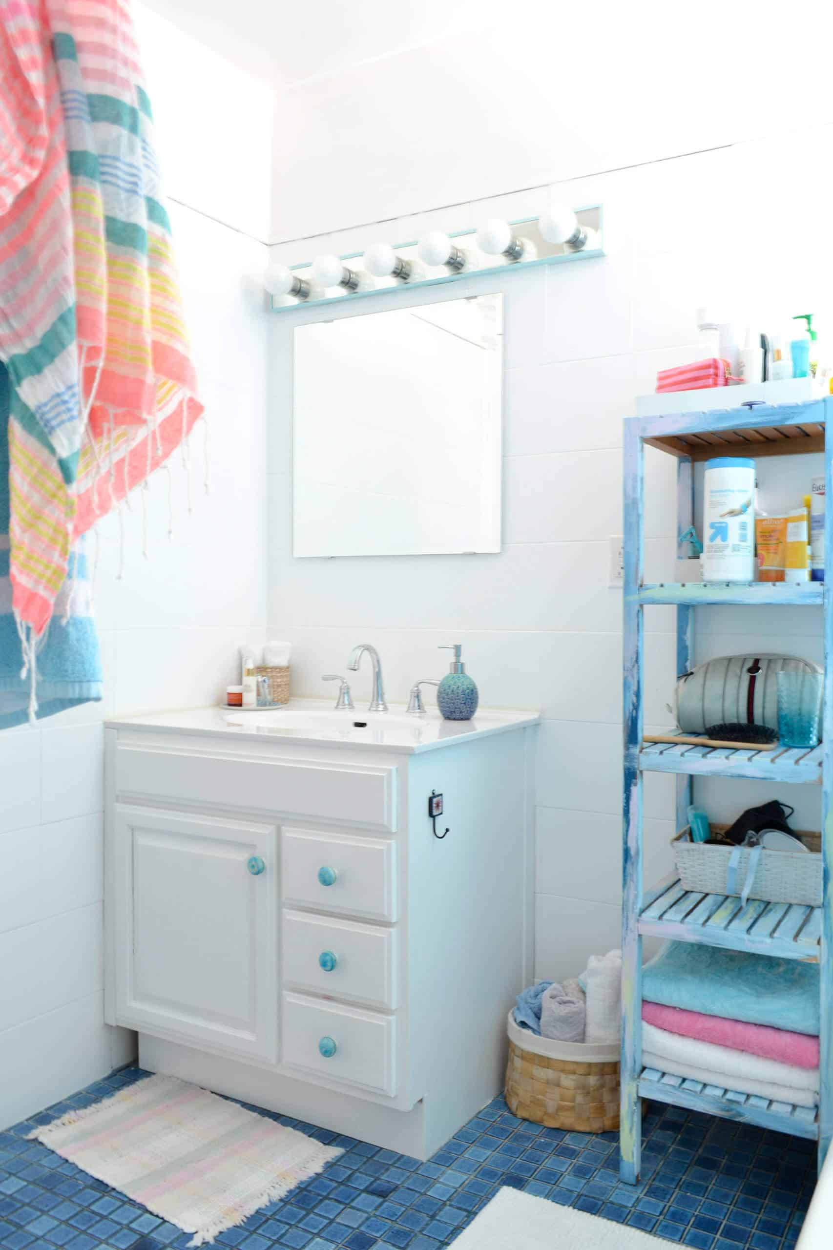 Where to Put Towels in a Small Bathroom | Decor Snob