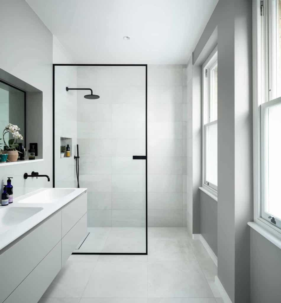 Minimalist Single Panel bathroom with walk in shower
