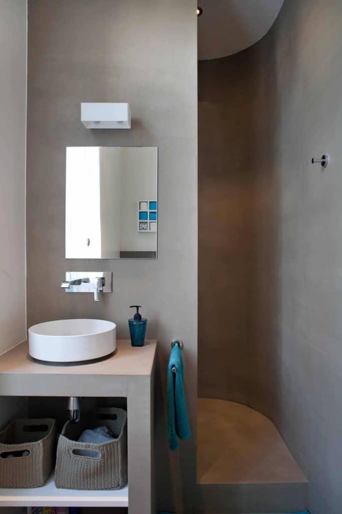Compact Curvature Shower