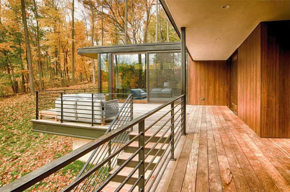No-Fuss Modern Metal Deck Railing