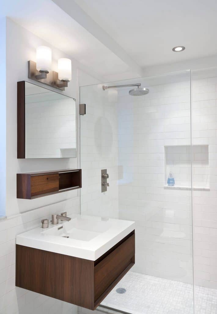 White Rectangles shower's tile