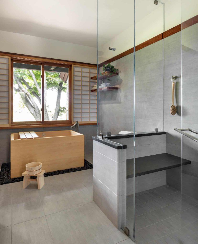freestanding bathtub photo in Wichita