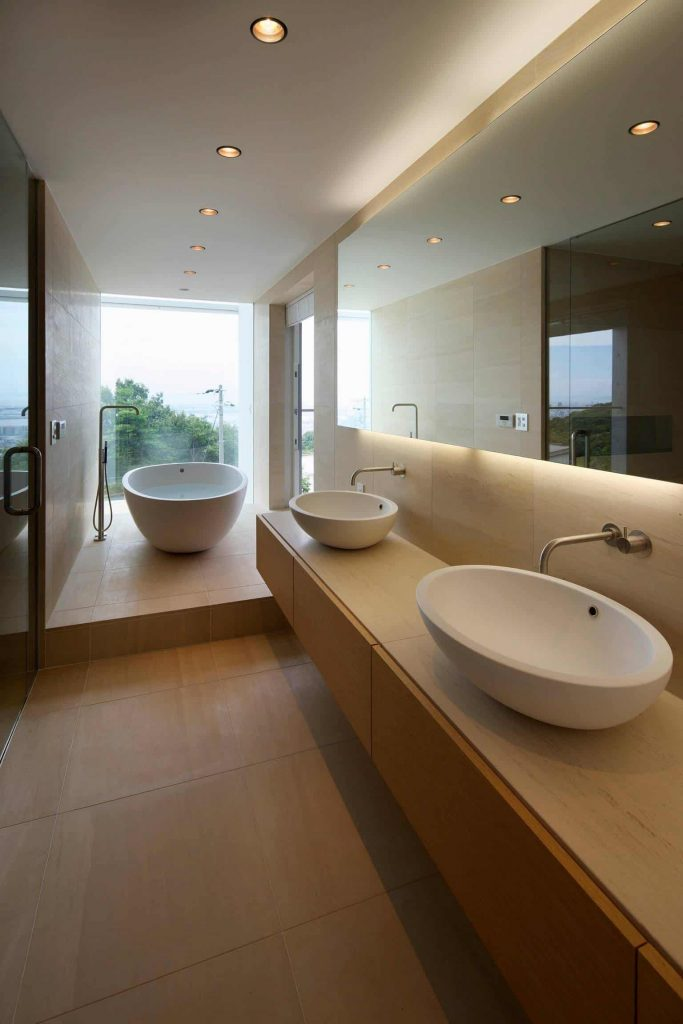 modern master freestanding bathtub remodel in Tokyo