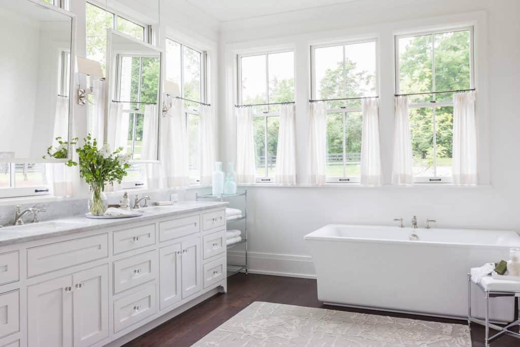 28 Bathroom Window Curtain Ideas For