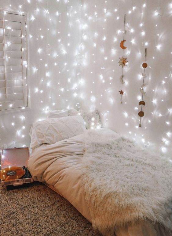 Bedroom with Fairy Lights 20+ Aesthetic Bedrooms