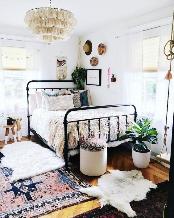 Bedroom with layered rugs 20+ Aesthetic Bedrooms