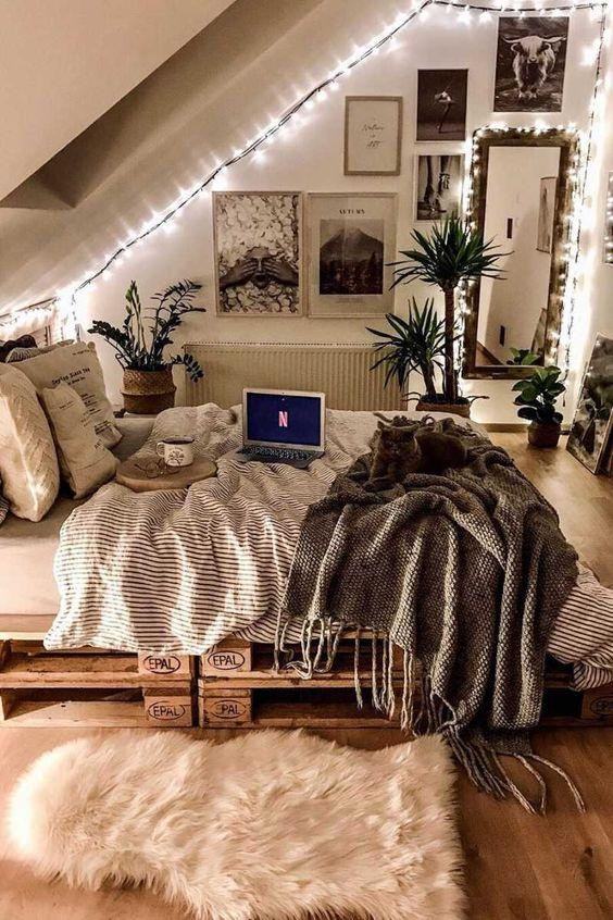 21 Aesthetic Bedroom Ideas - Best Aesthetic Bedroom Decor Photos