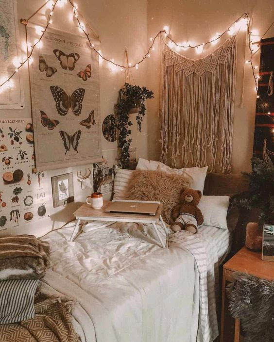 Bedroom with macrame hanging 20+ Aesthetic Bedrooms