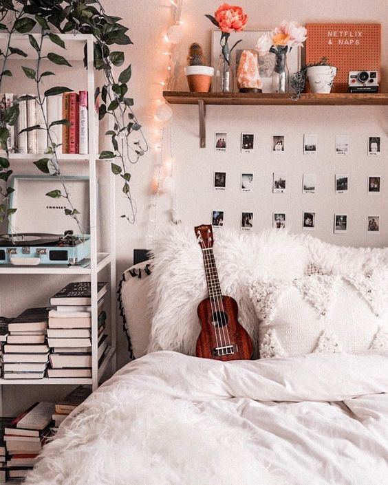 pinning up pictures on your walls 20+ Aesthetic Bedrooms