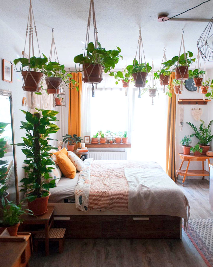 Bedroom with plants 20+ Aesthetic Bedrooms