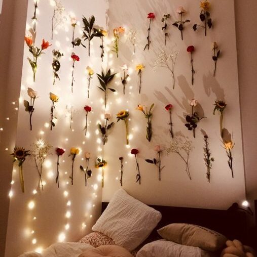 Bedroom with roses on walls 20+ Aesthetic Bedrooms