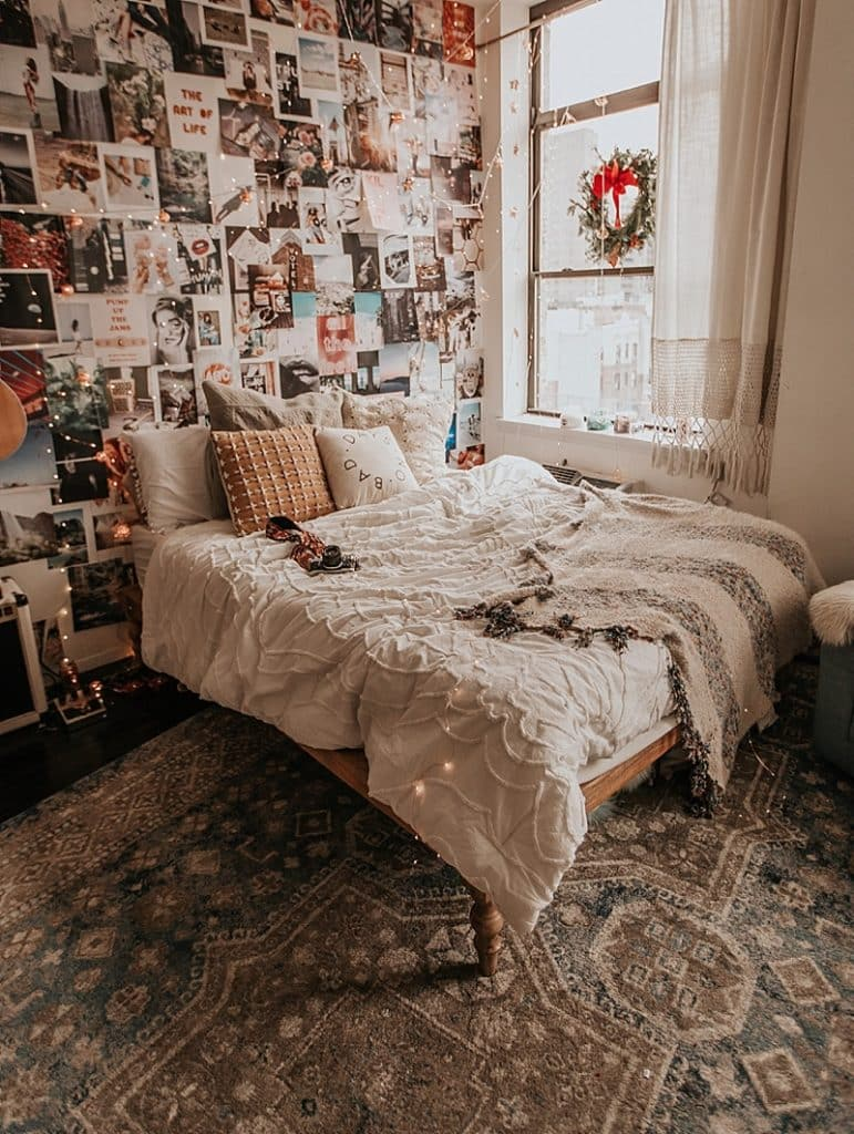 Bedroom with wall collages 20+ Aesthetic Bedrooms