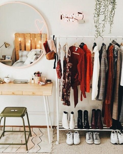 Bedroom with wardrobe on an exposed clothing rack 20+ Aesthetic Bedrooms 20+ Aesthetic Bedrooms